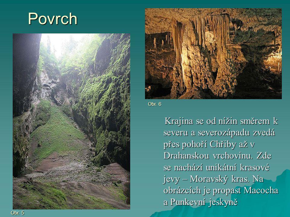 Povrch Krajina se od nížin směrem k severu a severozápadu zvedá přes pohoří Chřiby až v Drahanskou vrchovinu. Zde se nachází unikátní krasové jevy – M