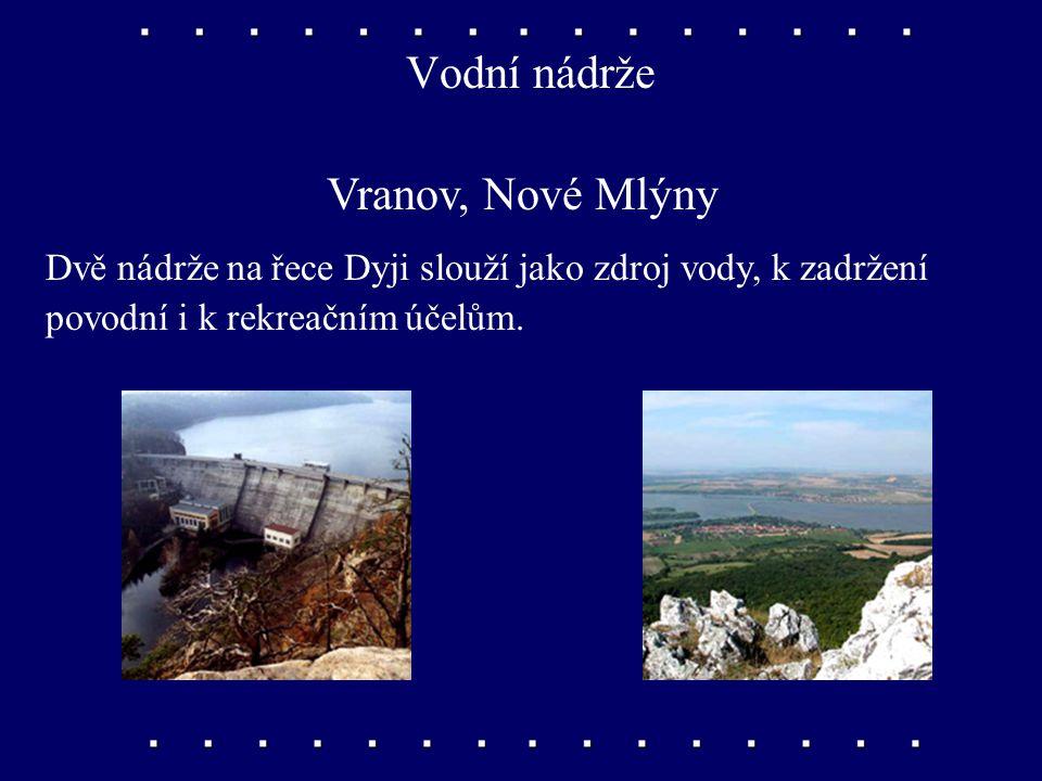 Řeky Morava, Dyje, Svratka Morava je nejdůležitější řekou tohoto kraje. Z pravé strany se do ní vlévá Dyje. Zleva ústí do Dyje Svratka.