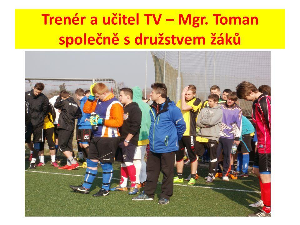 Trenér a učitel TV – Mgr. Toman společně s družstvem žáků