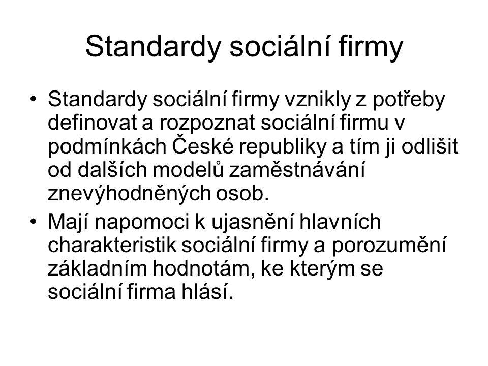 Standardy sociální firmy Cílem standardů je zajištění transparentnosti sociálních firem ve vztahu k: zákazníkům, zaměstnancům, veřejným institucím, organizacím a agenturám, poskytovatelům služeb v oblasti zaměstnanosti, potenciálním donátorům a investorům.