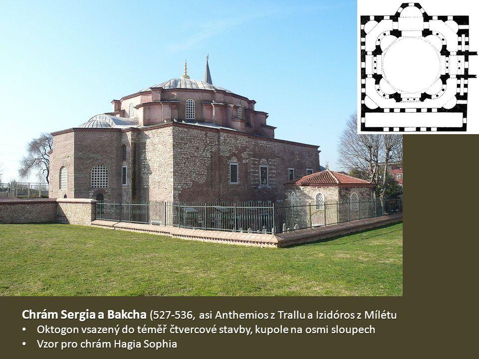 Chrám Sergia a Bakcha (527-536, asi Anthemios z Trallu a Izidóros z Mílétu Oktogon vsazený do téměř čtvercové stavby, kupole na osmi sloupech Oktogon