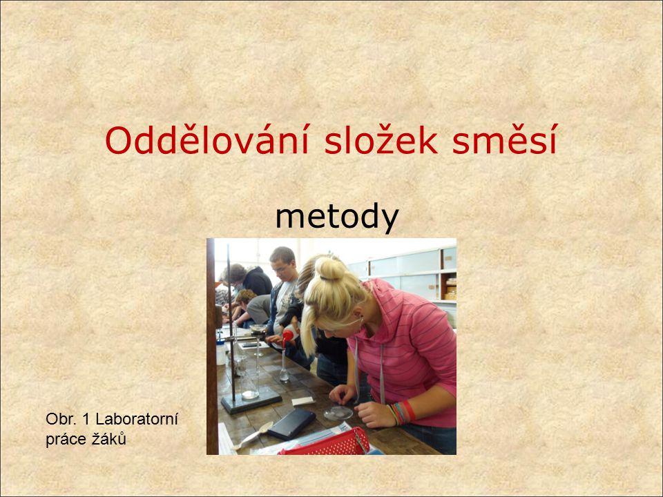 Oddělování složek směsí metody Obr. 1 Laboratorní práce žáků