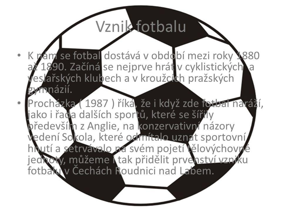 Vznik fotbalu K nám se fotbal dostává v období mezi roky 1880 až 1890. Začíná se nejprve hrát v cyklistických a veslařských klubech a v kroužcích praž