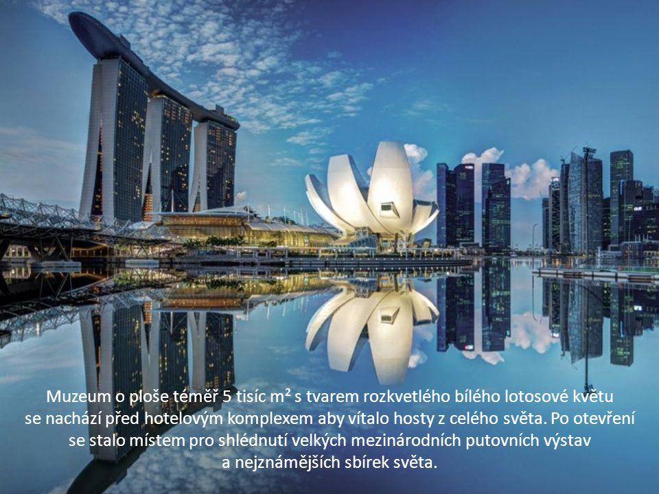 Muzeum o ploše téměř 5 tisíc m² s tvarem rozkvetlého bílého lotosové květu se nachází před hotelovým komplexem aby vítalo hosty z celého světa. Po ote