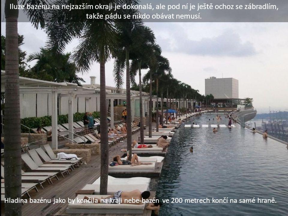 Hladina bazénu jako by končila na kraji nebe-bazén ve 200 metrech končí na samé hraně. Iluze bazénu na nejzazším okraji je dokonalá, ale pod ní je ješ