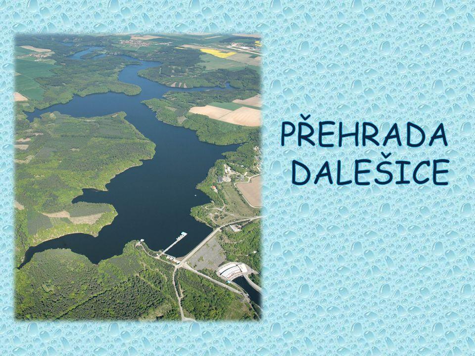 vodní dílo leží na středním toku řeky Jihlavy zahrnuje dvě nádrže - hlavní nádrž u Kramolína a vyrovnávací nádrž u Mohelna Dalešice zahrnují plochu povodí 1136 km a byly vybudovány převážně pro průmyslové účely, jako je zásobování atomové elektrárny Dukovany vodou funguje též jako přečerpávací vodní elektrárna, zásobárna průmyslové vody, zajišťuje vodu pro závlahu pozemků, chrání před povodněmi a zlepšuje hygienické poměry na toku