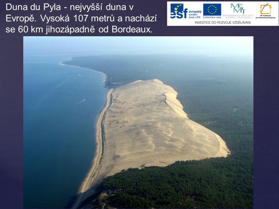 Duna du Pyla - nejvyšší duna v Evropě. Vysoká 107 metrů a nachází se 60 km jihozápadně od Bordeaux.