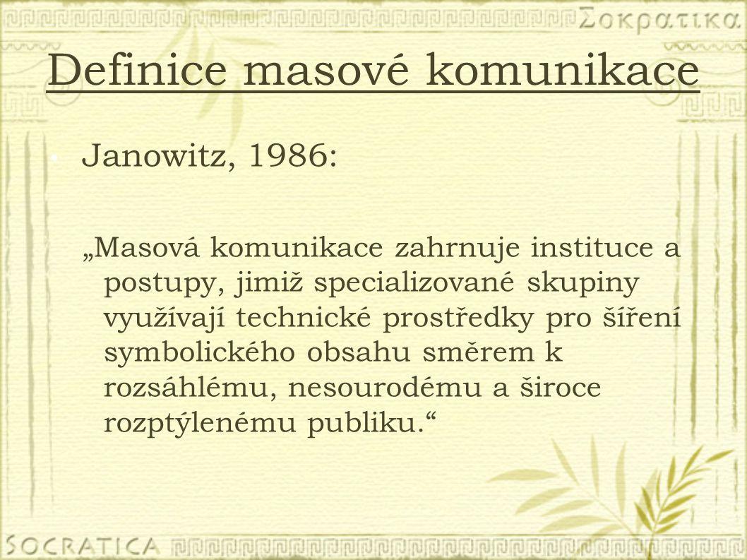 """Definice masové komunikace Janowitz, 1986: """"Masová komunikace zahrnuje instituce a postupy, jimiž specializované skupiny využívají technické prostředk"""