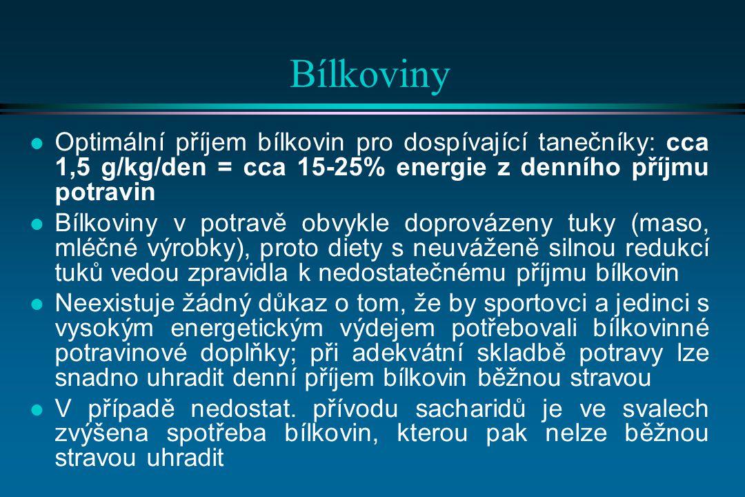 Bílkoviny l Optimální příjem bílkovin pro dospívající tanečníky: cca 1,5 g/kg/den = cca 15-25% energie z denního příjmu potravin l Bílkoviny v potravě obvykle doprovázeny tuky (maso, mléčné výrobky), proto diety s neuváženě silnou redukcí tuků vedou zpravidla k nedostatečnému příjmu bílkovin l Neexistuje žádný důkaz o tom, že by sportovci a jedinci s vysokým energetickým výdejem potřebovali bílkovinné potravinové doplňky; při adekvátní skladbě potravy lze snadno uhradit denní příjem bílkovin běžnou stravou l V případě nedostat.