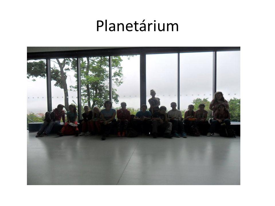 Planetárium jsme si užili - tolik hvězd a ještě více souhvězdí Orion, Velká medvědice a Jarní trojúhelník a Letní trojúhelník.