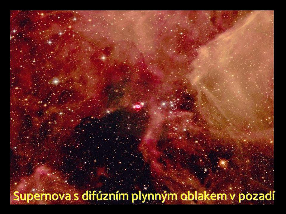 Supernova s difúzním plynným oblakem v pozadí