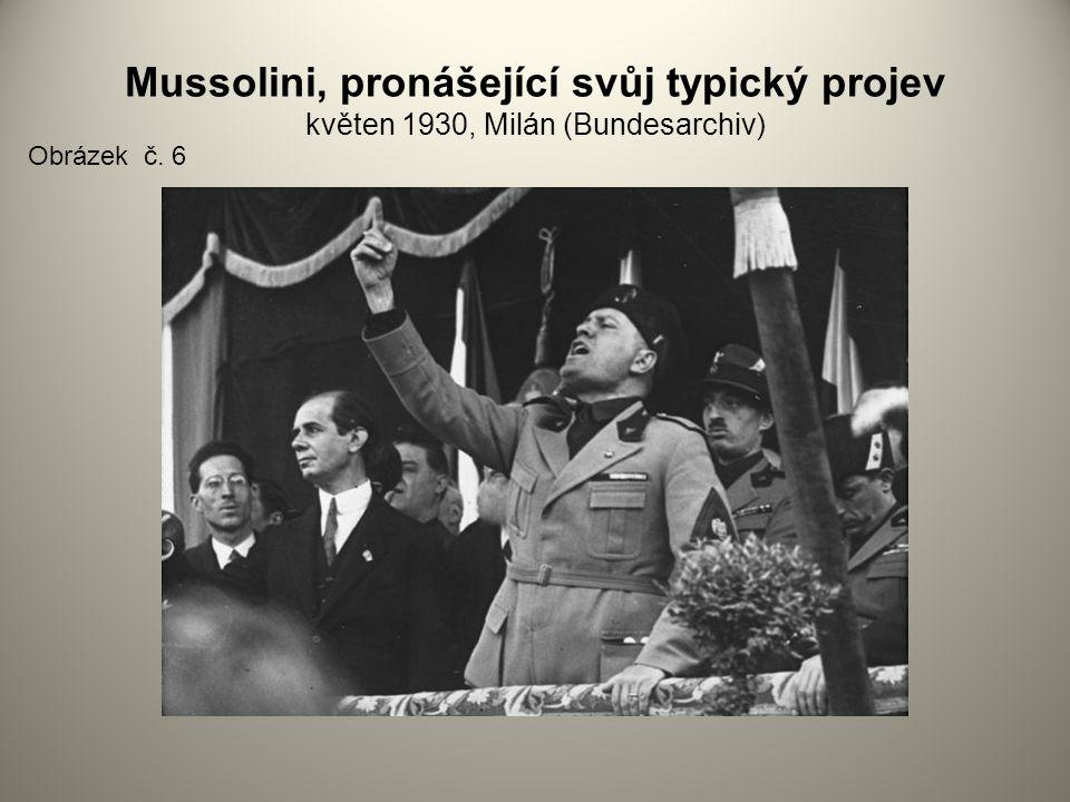 Mussolini, pronášející svůj typický projev květen 1930, Milán (Bundesarchiv) Obrázek č. 6