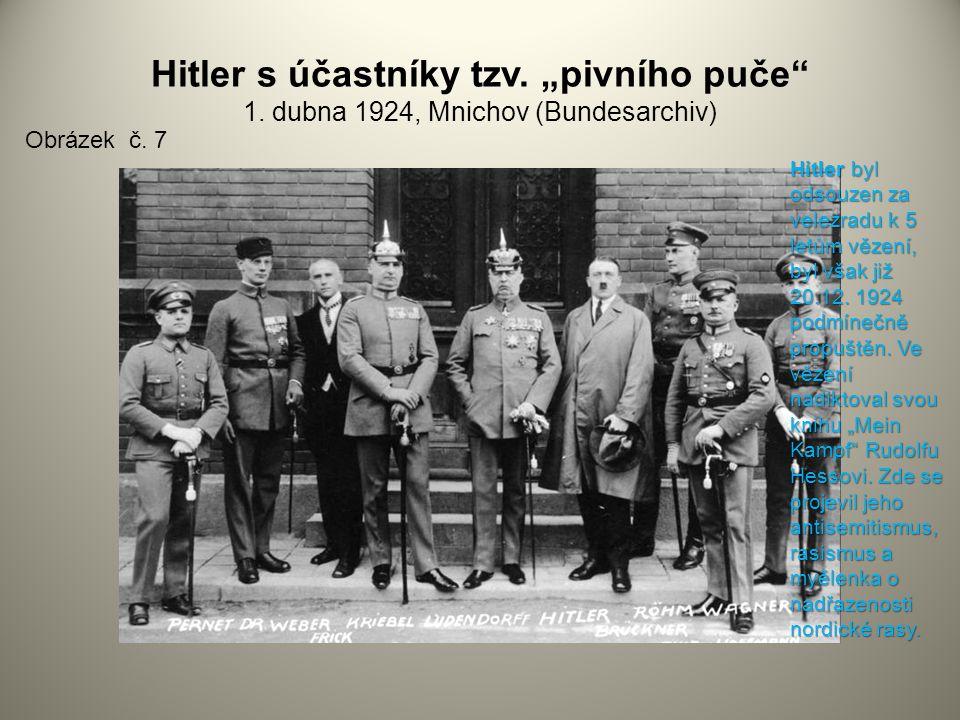 """Hitler s účastníky tzv. """"pivního puče"""" 1. dubna 1924, Mnichov (Bundesarchiv) Obrázek č. 7 Hitler byl odsouzen za velezradu k 5 letům vězení, byl však"""