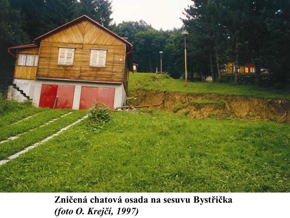 Zničená chatová osada na sesuvu Bystřička (foto O. Krejčí, 1997)