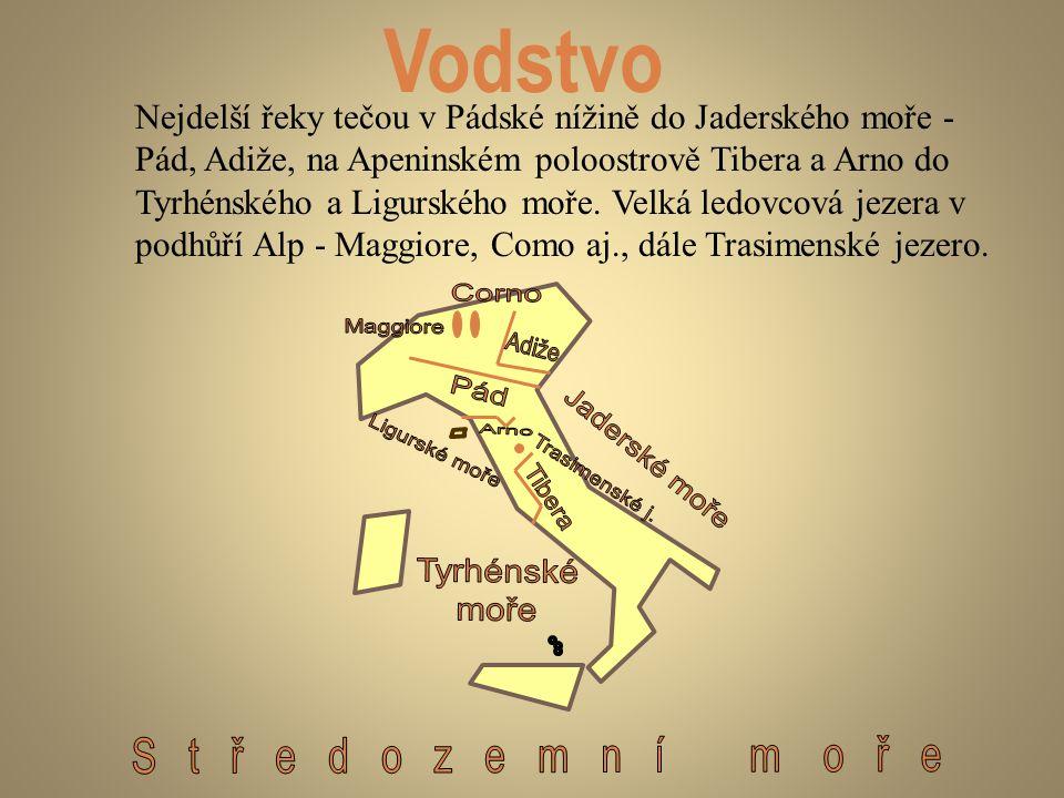Vodstvo Nejdelší řeky tečou v Pádské nížině do Jaderského moře - Pád, Adiže, na Apeninském poloostrově Tibera a Arno do Tyrhénského a Ligurského moře.