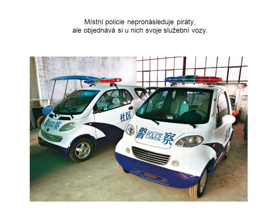 Místní policie nepronásleduje piráty, ale objednává si u nich svoje služební vozy.