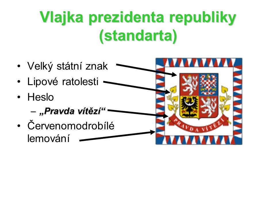 """Vlajka prezidenta republiky (standarta) Velký státní znak Lipové ratolesti Heslo –""""Pravda vítězí Červenomodrobílé lemování"""