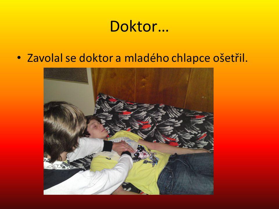 Doktor… Zavolal se doktor a mladého chlapce ošetřil.