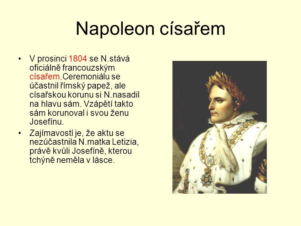 Napoleon císařem V prosinci 1804 se N.stává oficiálně francouzským císařem.Ceremoniálu se účastnil římský papež, ale císařskou korunu si N.nasadil na