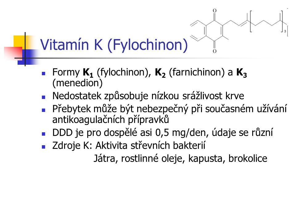 Vitamín K (Fylochinon) Formy K 1 (fylochinon), K 2 (farnichinon) a K 3 (menedion) Nedostatek způsobuje nízkou srážlivost krve Přebytek může být nebezp