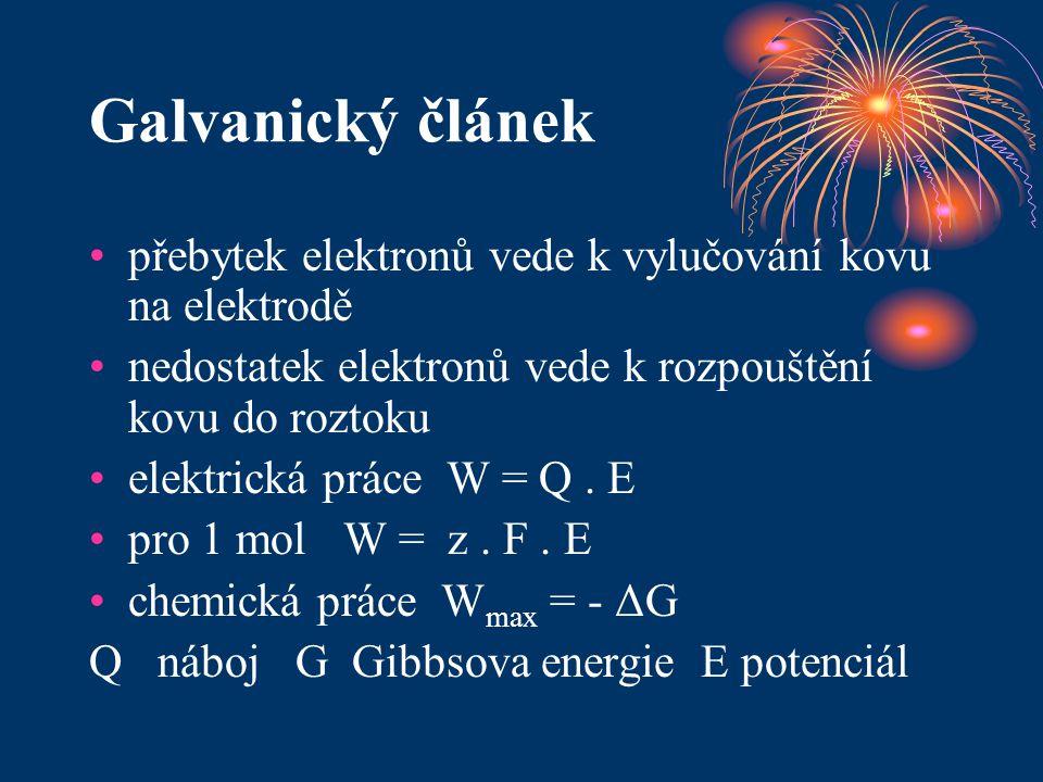 Galvanický článek přebytek elektronů vede k vylučování kovu na elektrodě nedostatek elektronů vede k rozpouštění kovu do roztoku elektrická práce W =