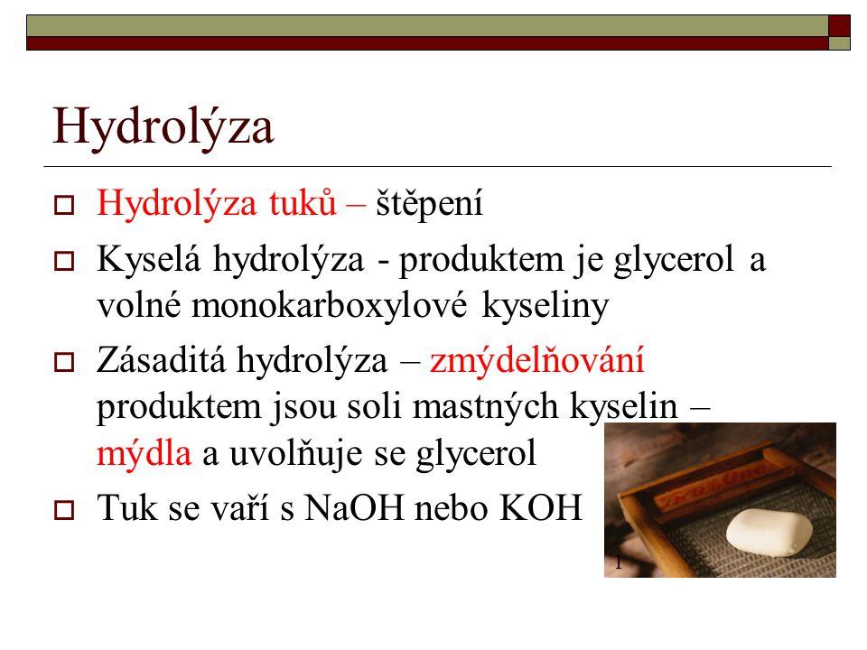 Hydrolýza  Hydrolýza tuků – štěpení  Kyselá hydrolýza - produktem je glycerol a volné monokarboxylové kyseliny  Zásaditá hydrolýza – zmýdelňování p