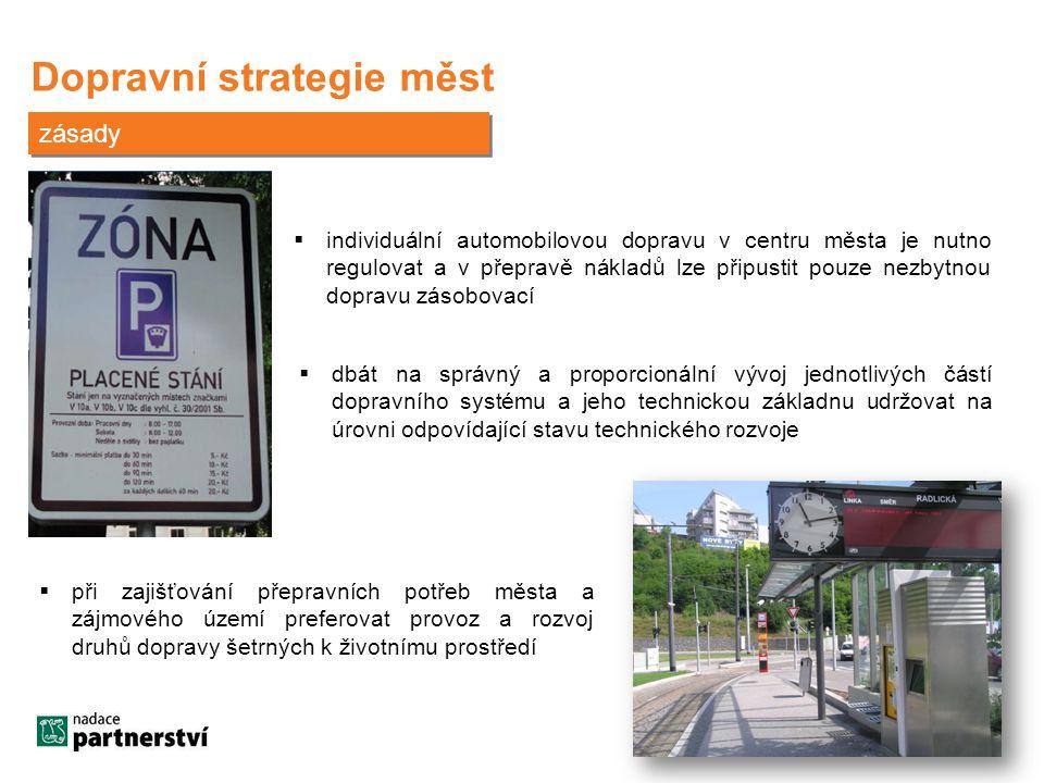 Dopravní strategie měst zásady  individuální automobilovou dopravu v centru města je nutno regulovat a v přepravě nákladů lze připustit pouze nezbytnou dopravu zásobovací  dbát na správný a proporcionální vývoj jednotlivých částí dopravního systému a jeho technickou základnu udržovat na úrovni odpovídající stavu technického rozvoje  při zajišťování přepravních potřeb města a zájmového území preferovat provoz a rozvoj druhů dopravy šetrných k životnímu prostředí