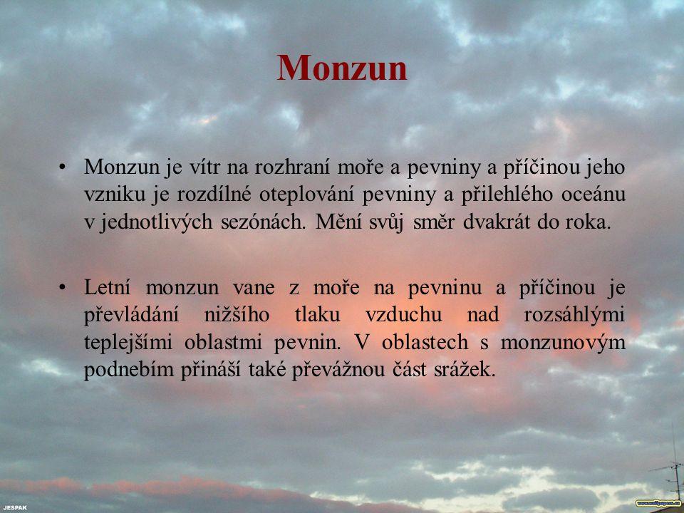 Monzun Monzun je vítr na rozhraní moře a pevniny a příčinou jeho vzniku je rozdílné oteplování pevniny a přilehlého oceánu v jednotlivých sezónách. Mě