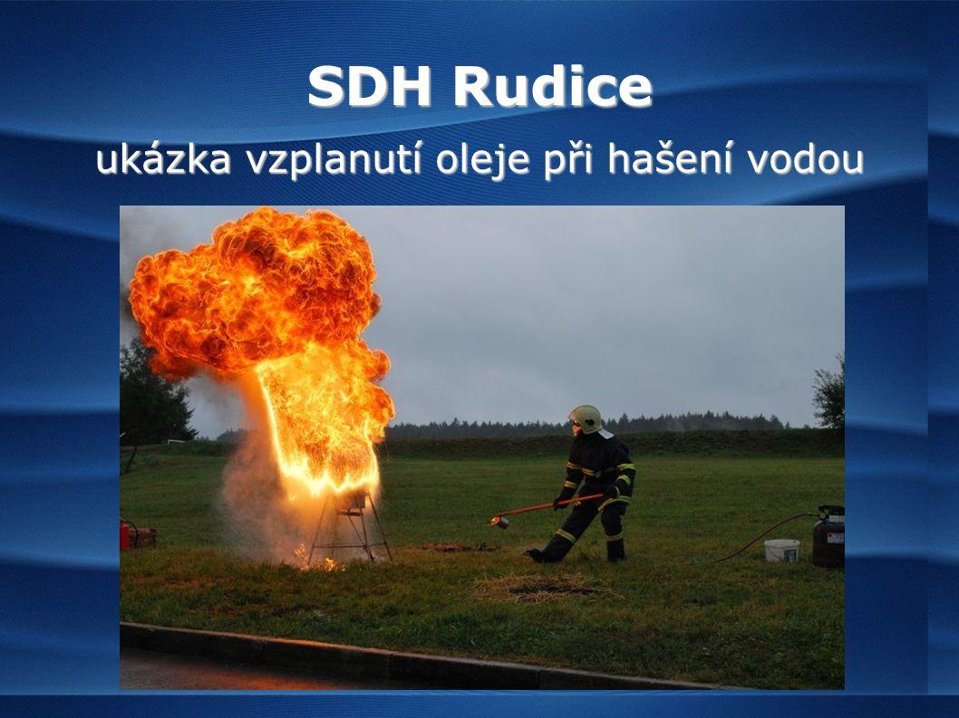 SDH Rudice ukázka vzplanutí oleje při hašení vodou