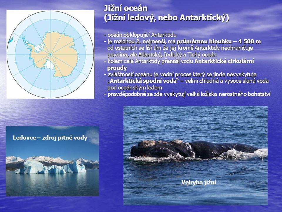 Severní ledový oceán - je nejmenší světový oceán s nejmenší průměrnou hloubkou 1 328 m - nejhlubším místem je Polární hlubokomořská planina s 1 328 m - rozkládá se kolem severního zemského pólu a jeho hladinu okrývá po většinu roku silná ledová vrstva - polární led dělíme na tři druhy polární : pokrývá většinu oceánu, tloušťka až 50 m tabulový : vzniká na okrajích oceánu, maxim.