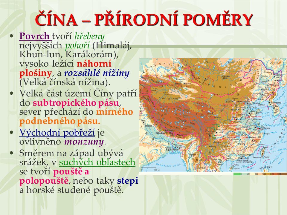 ČÍNA – PŘÍRODNÍ POMĚRY Povrch tvoří hřebeny nejvyšších pohoří (Himaláj, Khun-lun, Karákorám), vysoko ležící náhorní plošiny, a rozsáhlé nížiny (Velká