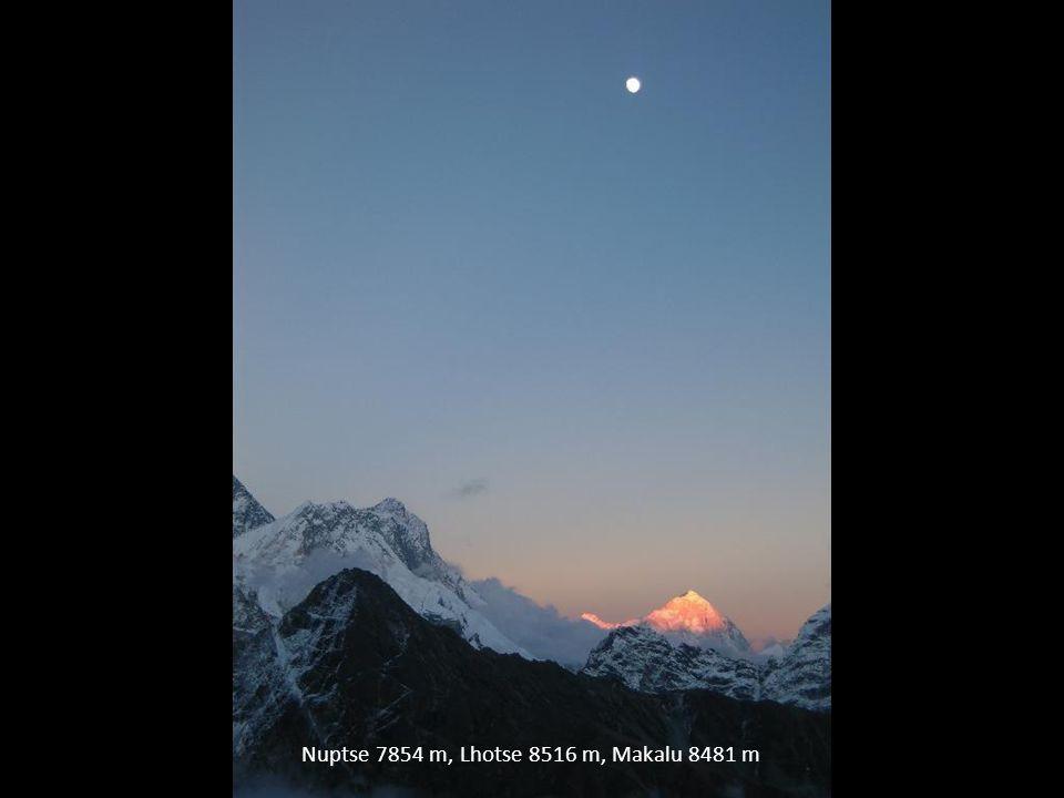 Nuptse 7854 m, Lhotse 8516 m, Makalu 8481 m