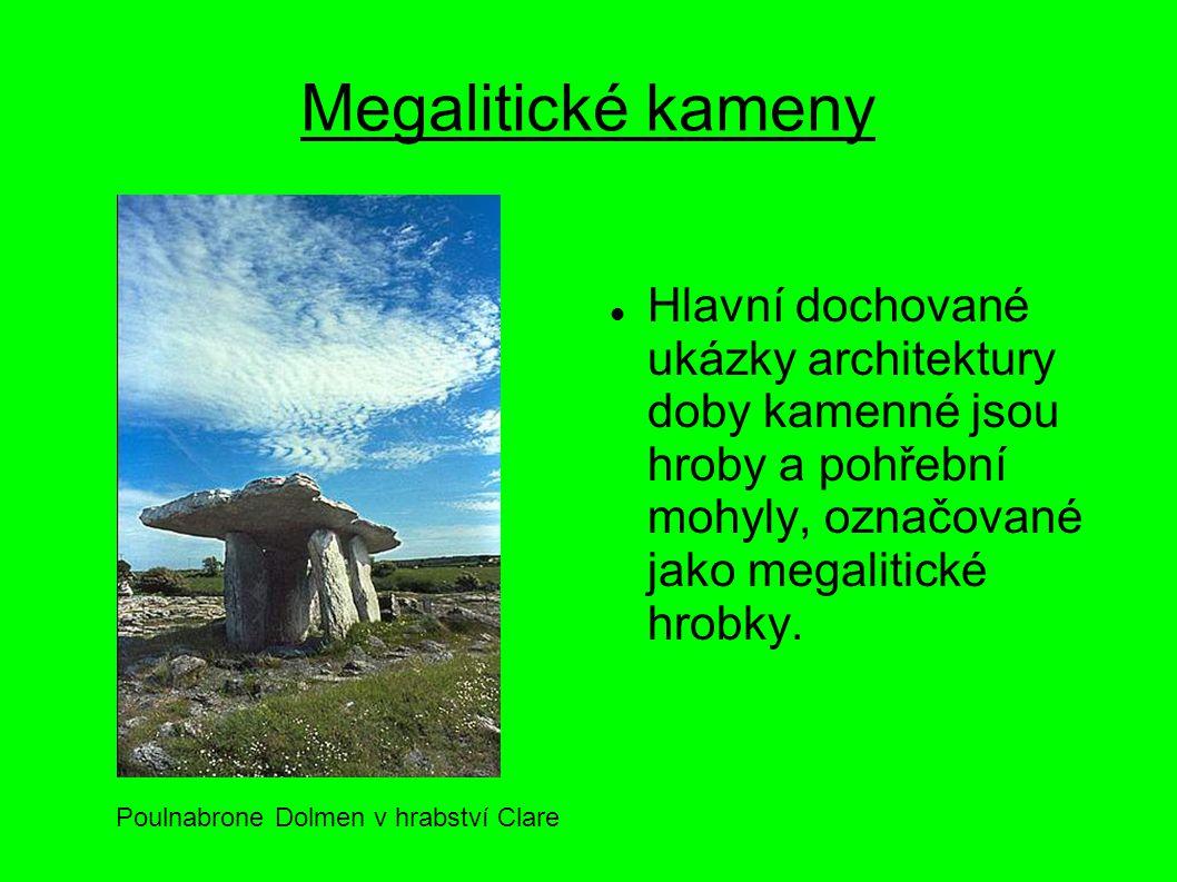 Megalitické kameny Hlavní dochované ukázky architektury doby kamenné jsou hroby a pohřební mohyly, označované jako megalitické hrobky. Poulnabrone Dol
