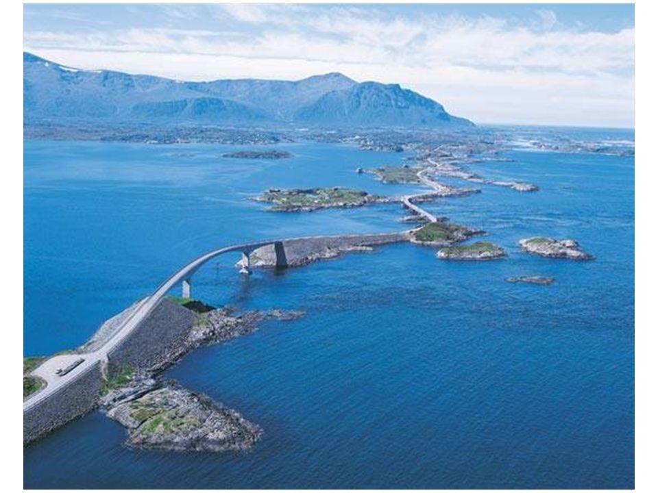 Hlavním milníkem na silnici je právě Storseisundet most, nejdelší ze všech (260 m), na kterém jsou dramatické křivky.