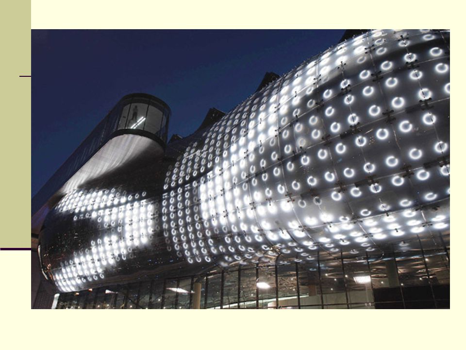Veřejná knihovna v Seattlu obrovská plocha oceli a skla Obvodové skleněné navrženy ze speciálního skla, aby propouštělo dostatečné množství denního světla a zároveň chránilo před škodlivým zářením.
