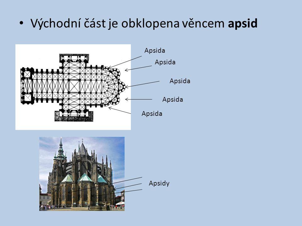Východní část je obklopena věncem apsid Apsida Apsidy