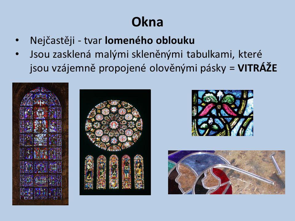 Okna Nejčastěji - tvar lomeného oblouku Jsou zasklená malými skleněnými tabulkami, které jsou vzájemně propojené olověnými pásky = VITRÁŽE