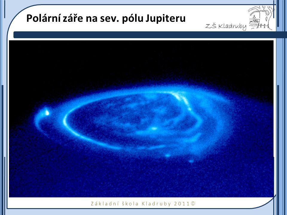 Základní škola Kladruby 2011  Základní data o Jupiteru hmotnost1,9×10 27 kg průměr143 760 km hustota1,31 g cm −3 povrchová teplota − 160 °C (vrchní oblačná vrstva) doba otočení kolem osy 9 hodin 55 minut doba oběhu kolem Slunce11,86 roku průměrná vzdálenost od Slunce778×10 6 km průměrná oběžná rychlost13 km/s počet měsíců63 (rok 2010)