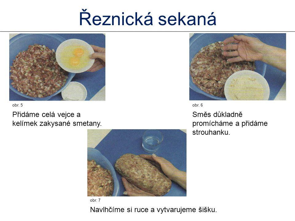 obr.5 Přidáme celá vejce a kelímek zakysané smetany.