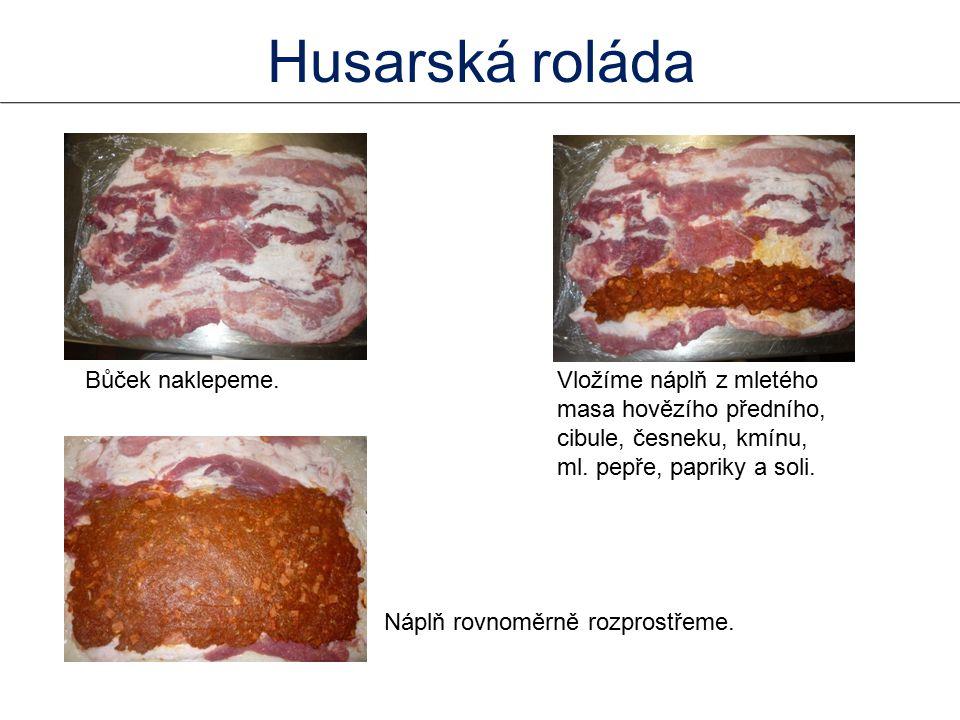 Bůček naklepeme.Vložíme náplň z mletého masa hovězího předního, cibule, česneku, kmínu, ml.