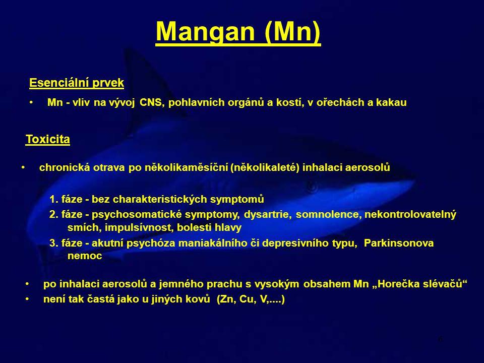 6 Mangan (Mn) chronická otrava po několikaměsíční (několikaleté) inhalaci aerosolů 1. fáze - bez charakteristických symptomů 2. fáze - psychosomatické