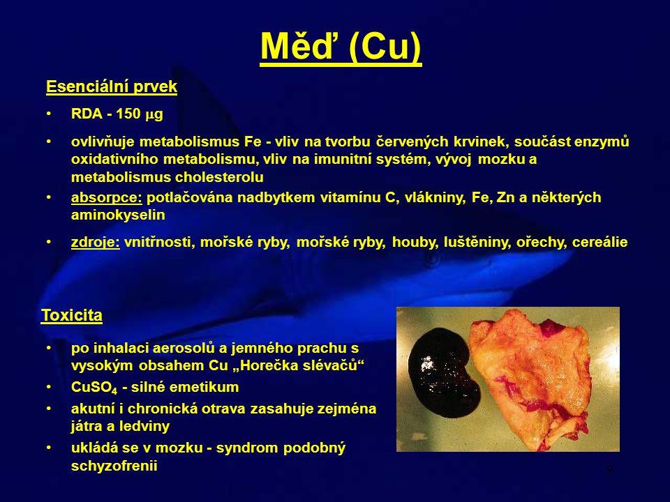 """10 Vanad (V) při akutní expozici 1 - 6 denní latence - pneumonie po dlouhodobé inhalační expozici nízkým koncentracím rozsáhlé ekzémy zelené zbarvení kořene jazyka - """"Green tongue syndrom RDA - 50 - 75  g zdroje: mořské ryby a korýši, vnitřnosti, vajíčko, mléko, cereálie a ořechy v závislosti na typu půdy ochrana buněčných membrán před účinky volných radikálů (oxidativní stres) prevence nádorových onemocnění, metabolismus hormonů štítné žlázy, stimulace tvorby protilátek nedostatek: svalová ochablost, poruchy srdeční činnosti nadbytek: dech zapáchající po česneku, vypadávání vlasů, vyrážky, cirhóza jater, trávící obtíže Selen (Se)"""