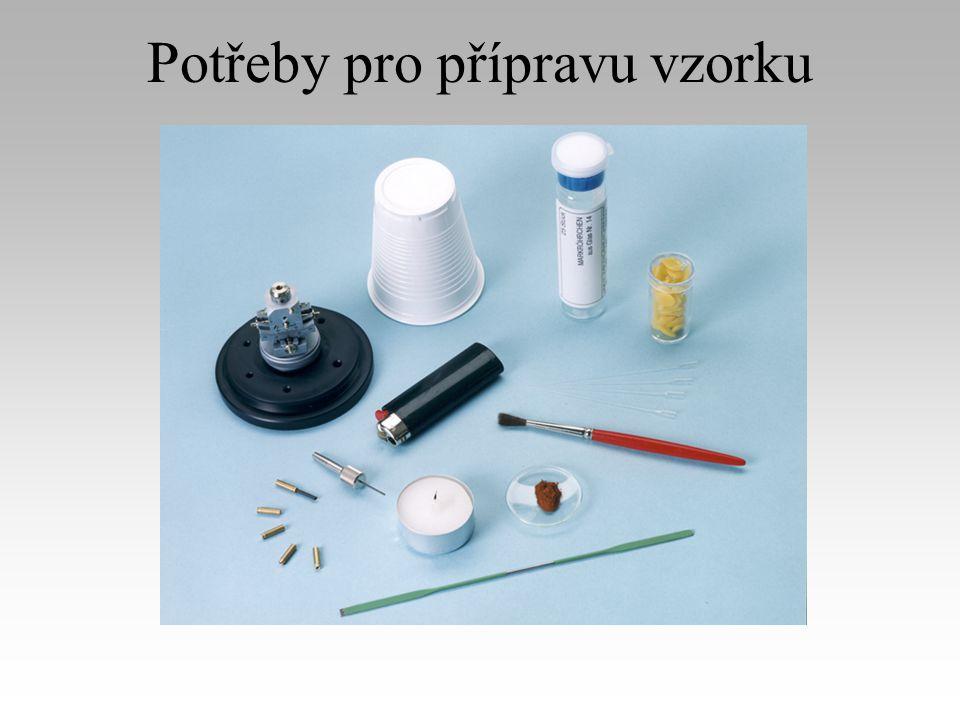 Příprava vzorku v kapiláře (1) Plastický kelímek od kávy je použit jako preparační stůl