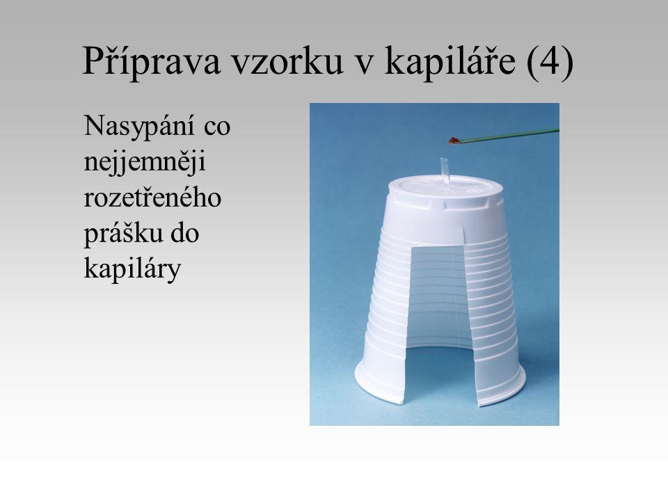 Příprava vzorku v kapiláře (4) Nasypání co nejjemněji rozetřeného prášku do kapiláry