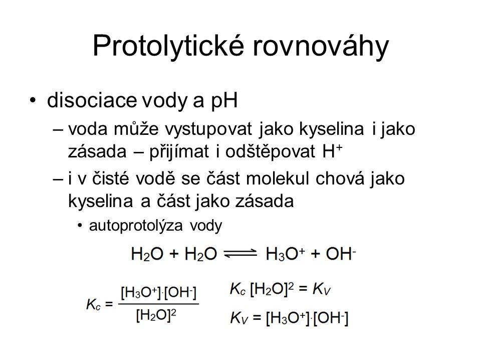 Protolytické rovnováhy disociace vody a pH –voda může vystupovat jako kyselina i jako zásada – přijímat i odštěpovat H + –i v čisté vodě se část molek