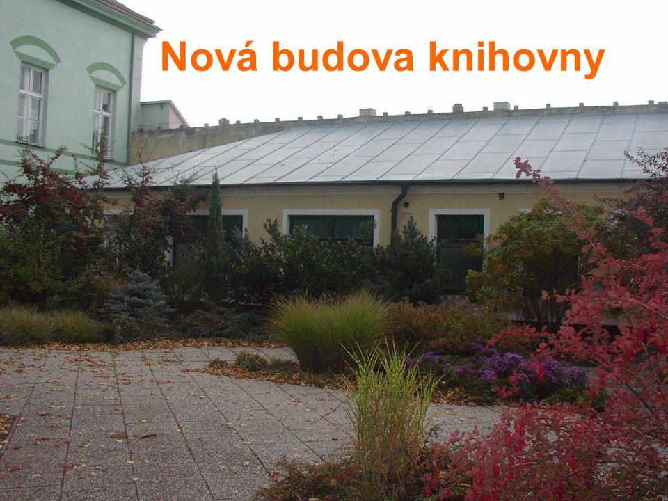 Pohled na novou knihovnu z parku