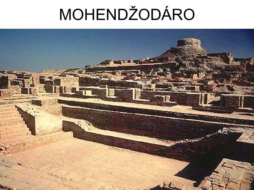 DĚJINY Před 3.tisíci lety př.n.l.vznikla první města.