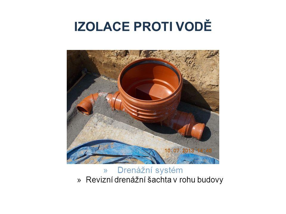 IZOLACE PROTI VODĚ »Drenážní systém »Revizní drenážní šachta v rohu budovy