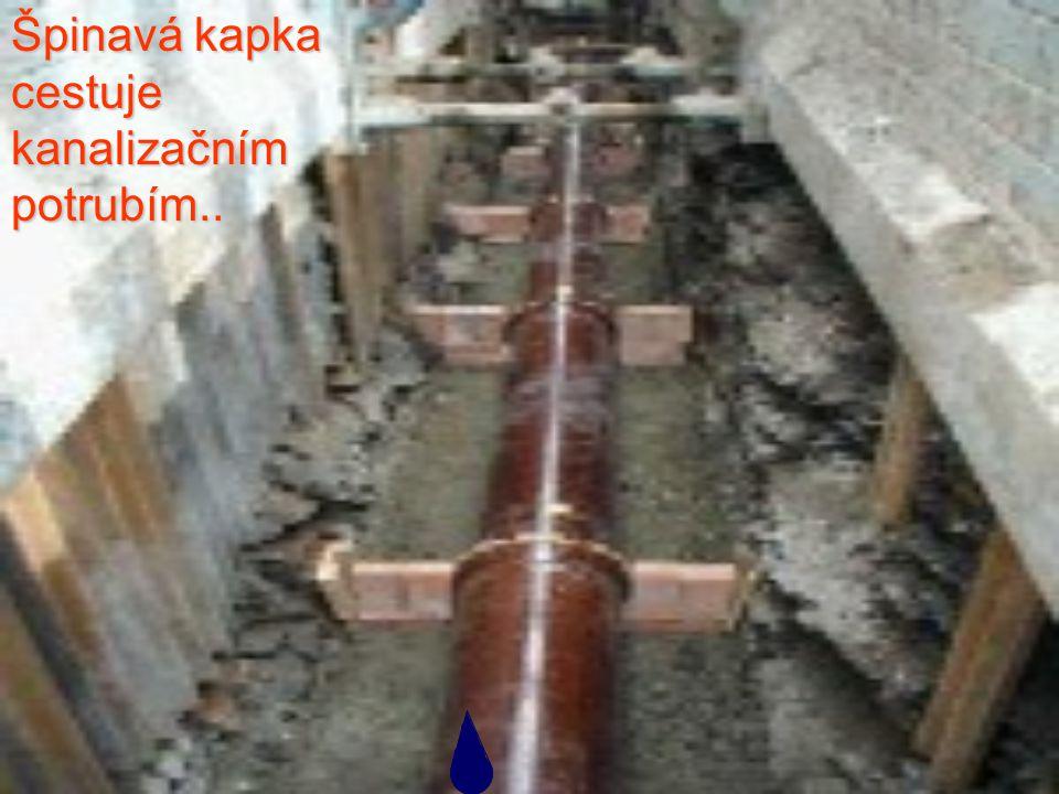 Špinavá kapka cestuje kanalizačním potrubím..