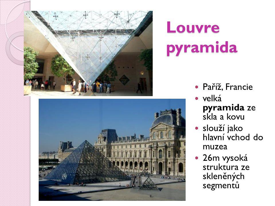 Louvre pyramida Paříž, Francie velká pyramida ze skla a kovu slouží jako hlavní vchod do muzea 26m vysoká struktura ze skleněných segmentů